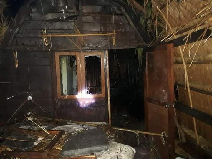 Video: Incendio en hotel de Roberto Palazuelos en Tulum; las llamas devoraron unas palapas en el Ahau, que es reconocido mundialmente.
