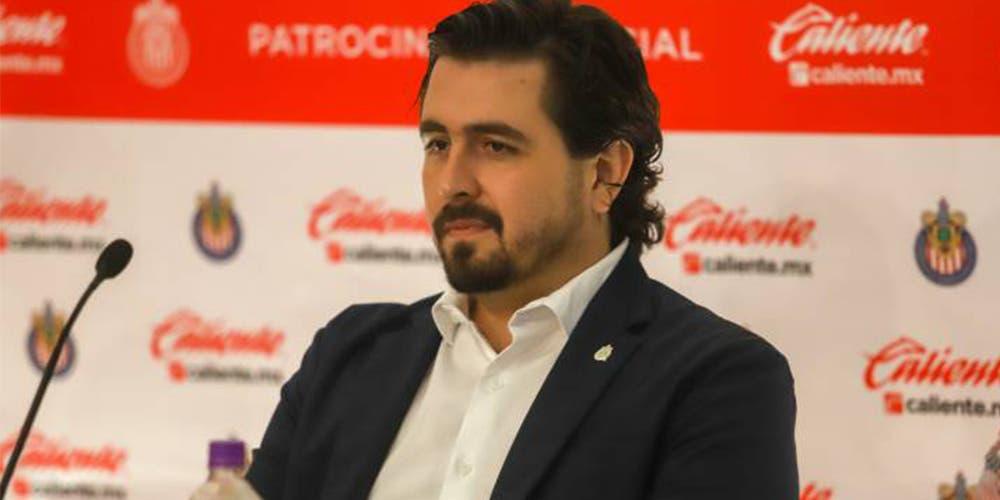 Dueño de Chivas pide comprar playeras para traer refuerzos