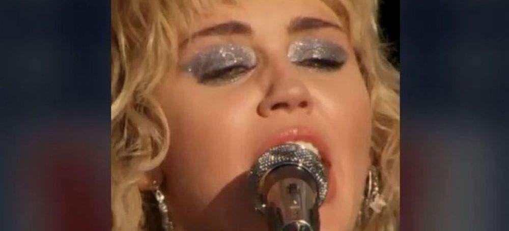"""Miley Cyrus lloró al cantar """"Wrecking Ball"""" en show previo al Super Bowl"""