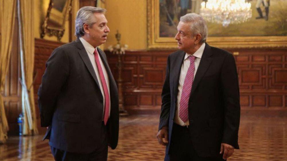 Invita AMLO a presidente de Argentina a ceremonia del Día de la Bandera