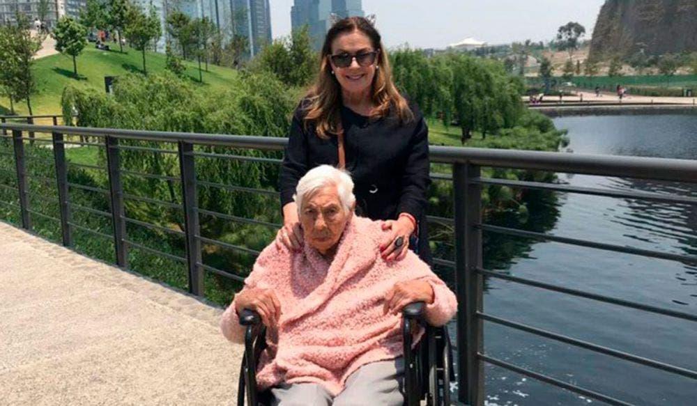 Aylín Mujica critica a Laura Zapata por el caso de su abuelita