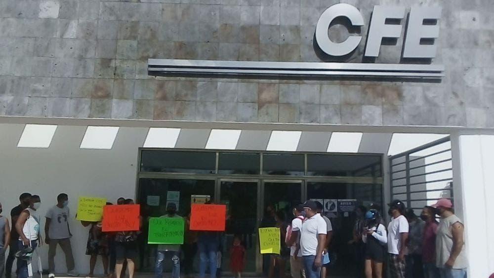 Con manifestación protestan habitantes de Playa Del Carmen contra CFE