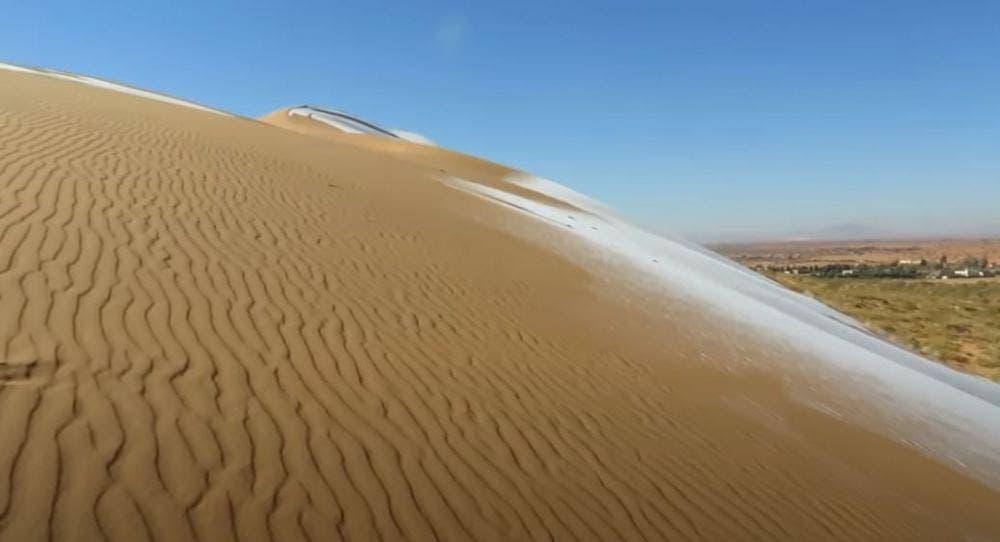 Luego de las nevadas que vistió de blanco el desierto en el noroeste de Arabia Saudita, se registró un fenómeno que dejó un aspecto insólito