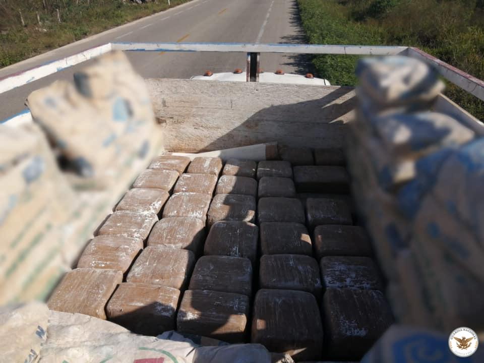 Detienen a conductor con cargamento de 380 kilos de marihuana en Umán