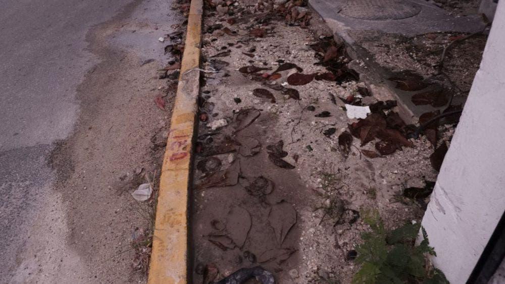 Fuga de agua causa estragos en la Avenida Bonampak