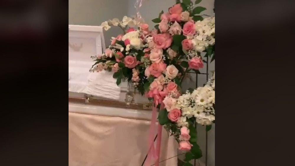 Mujer comparte funeral de su hija en TikTok