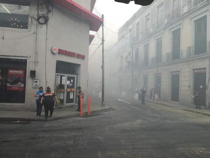 Incendio en el Centro de Mérida dejó un policía intoxicado y fuerte pérdida material