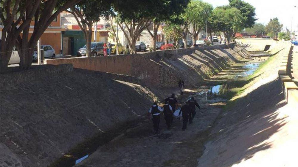 Ladrón muere al caer en un dren en Querétaro