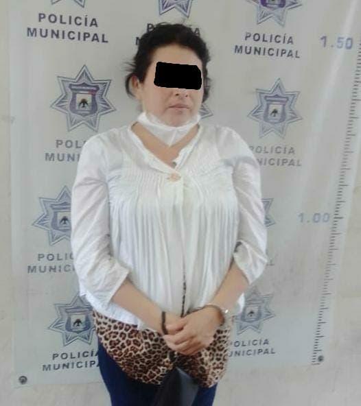 Detienen a mujer por tentativa de robo en supermercado de Cozumel; fue sorprendida por seguridad cuando salía sin pagar alimentos cárnicos.