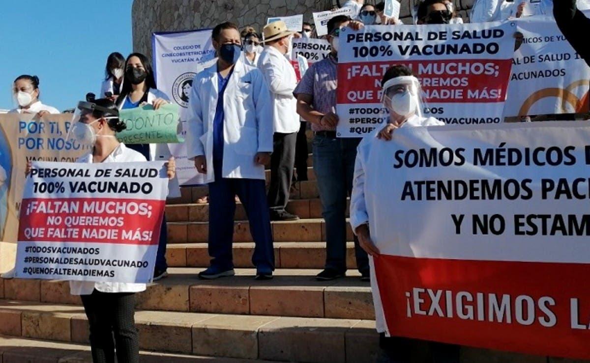 Médicos de Yucatán protestan para que se agilice su proceso de vacunación contra el Covid