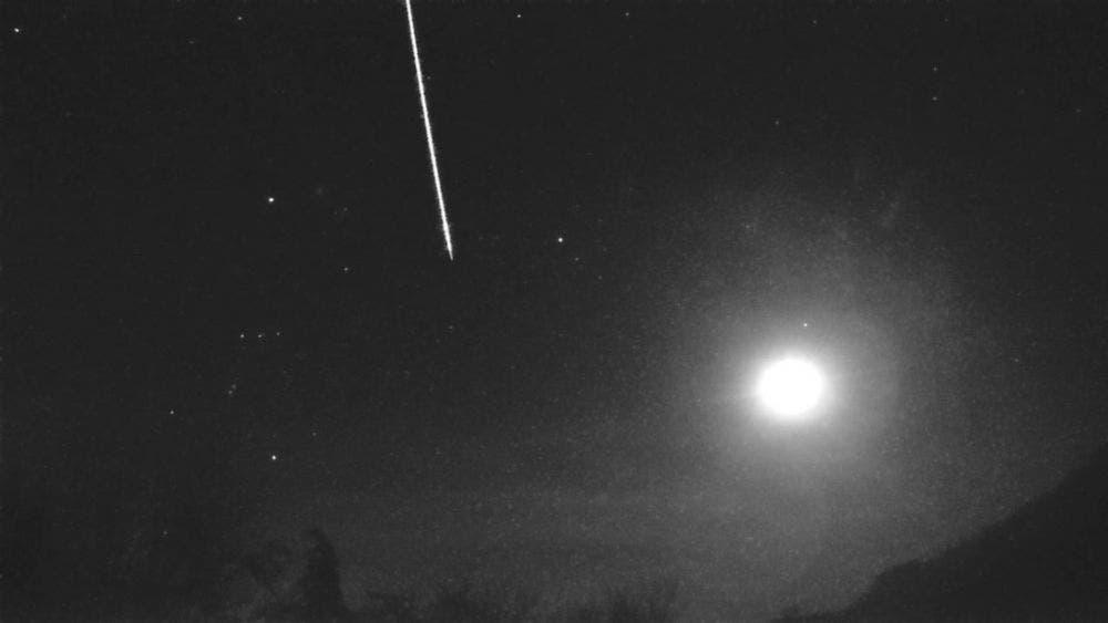 Impresionantes imágenes del impacto de un meteoro se viralizan, el cual dejó una gran explosión de luz; el fenómeno causó asombro