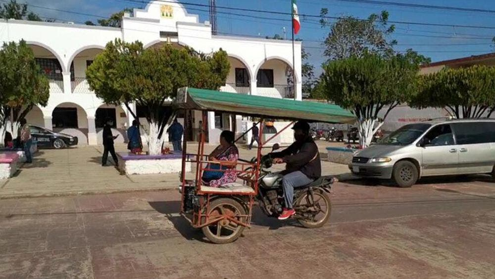 Regreso a clases, esperanza para mototaxistas de Jose Maria Morelos