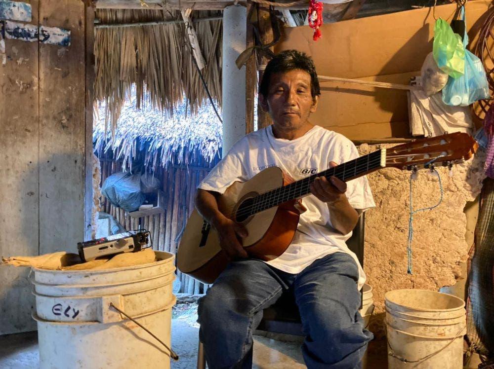 Oswaldo preserva la lengua maya a través de sus canciones