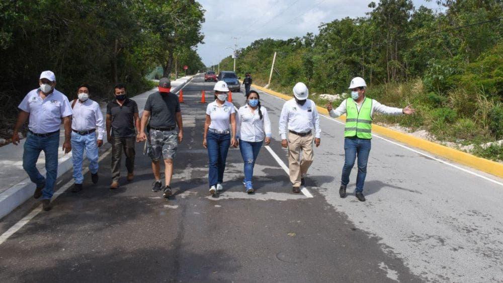 Entrega gobierno de Puerto Morelos obra de pavimentación en zona urbana