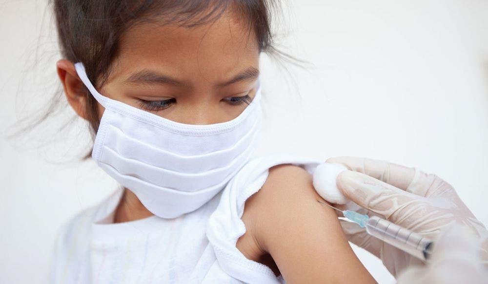 Por primera vez Oxford y AstraZeneca probaran su vacuna contra Covid-19 en niños