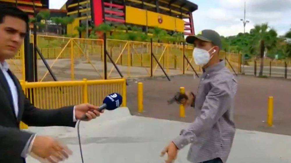 Reportero transmitía en vivo y lo asaltaron