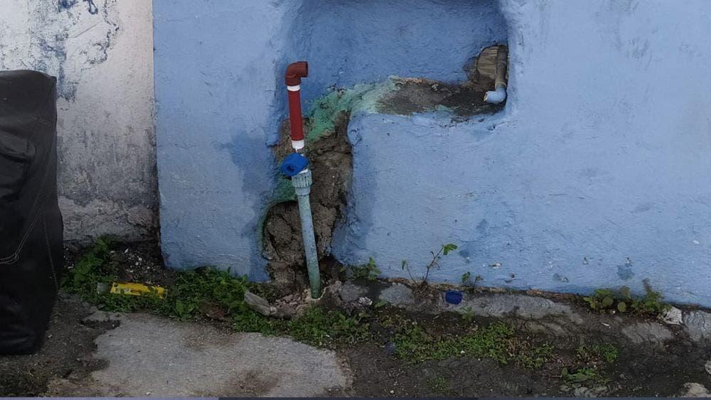 Robo de medidores causa copiosas fugas de agua en Cozumel