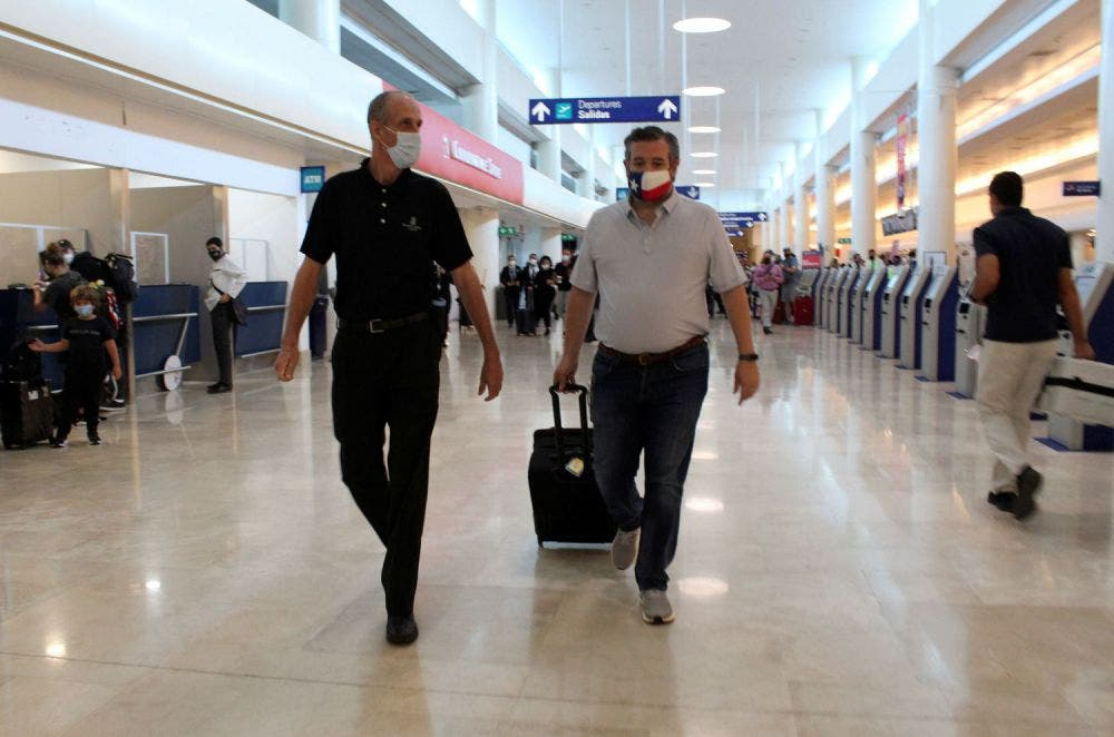 En medio de la polémica que provocó su escapada a Cancún a pesar de la emergencia en Texas, Ted Cruz, voló de regreso a Estados Unidos