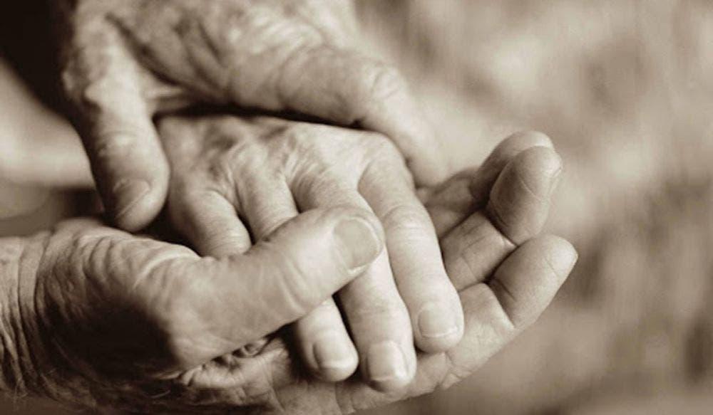 Tras 70 años de casados, pareja de abuelitos se despiden antes de morir