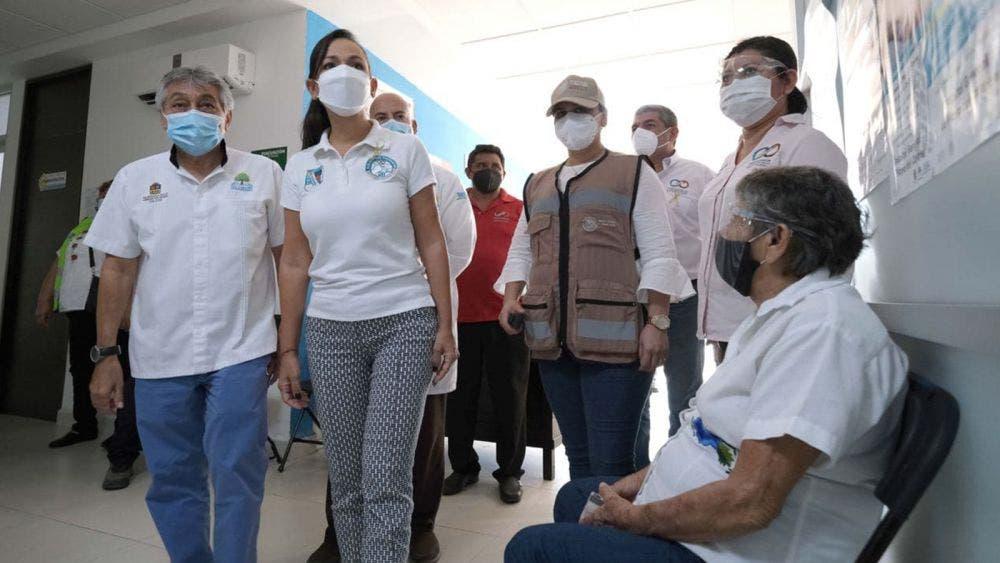 Visitan autoridades de Puerto Morelos módulo de vacunación covid-19 en Leona Vicario
