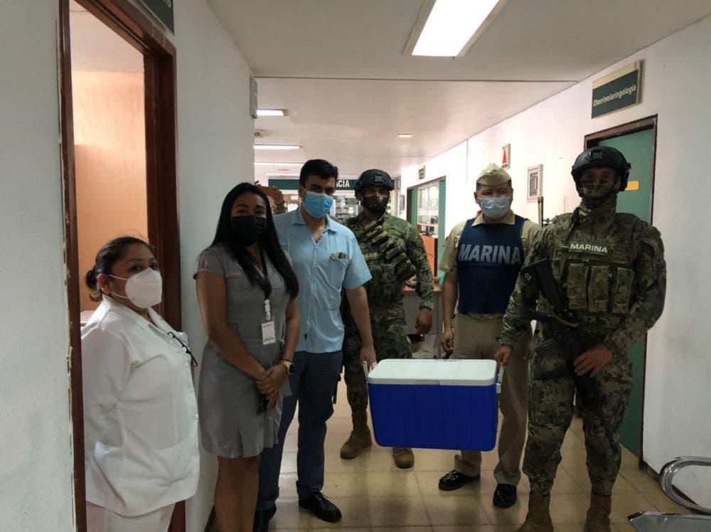 Llegan a Cozumel vacunas covid para personal médico