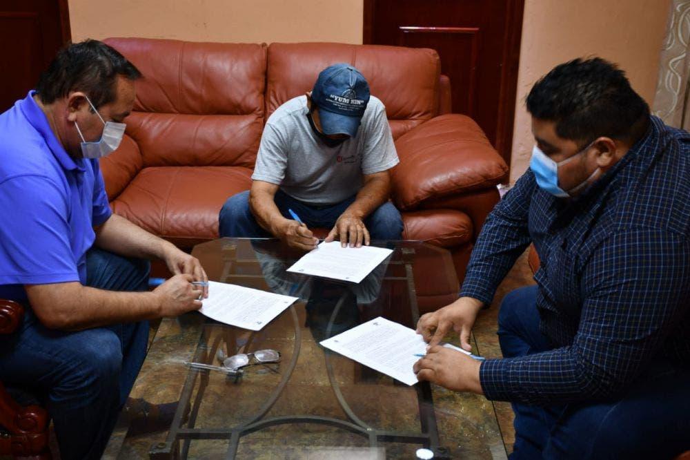 Firman convenio para apoyar a empresarios en Lázaro Cárdenas.