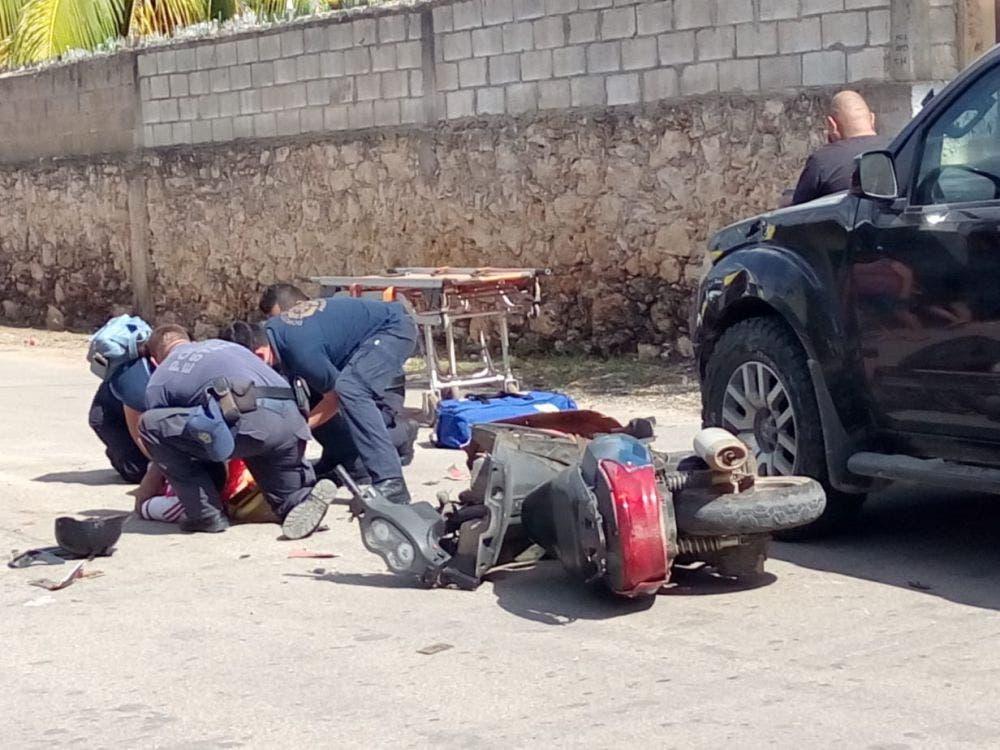 Fuerte accidente deja dos lesionados en José María Morelos.