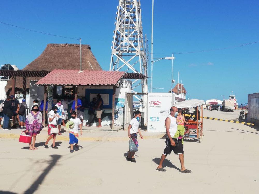 Continúa arribando el turismo a la isla Holbox.