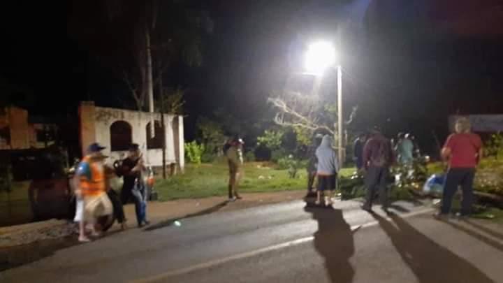 Habitantes de Chunhuhub bloquean la vía corta Mérida-Chetumal.