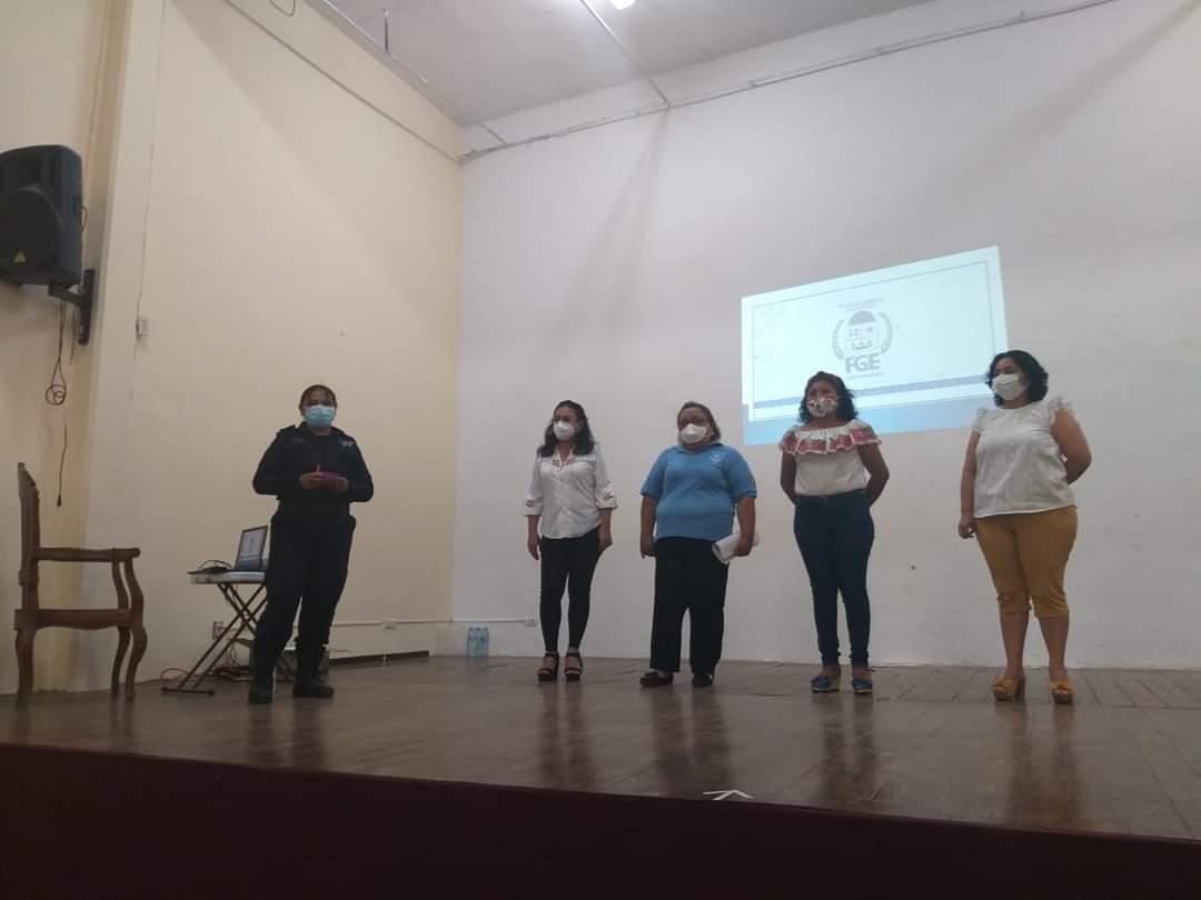 Policías de Lázaro Cárdenas participan en taller sobre delitos sexuales.