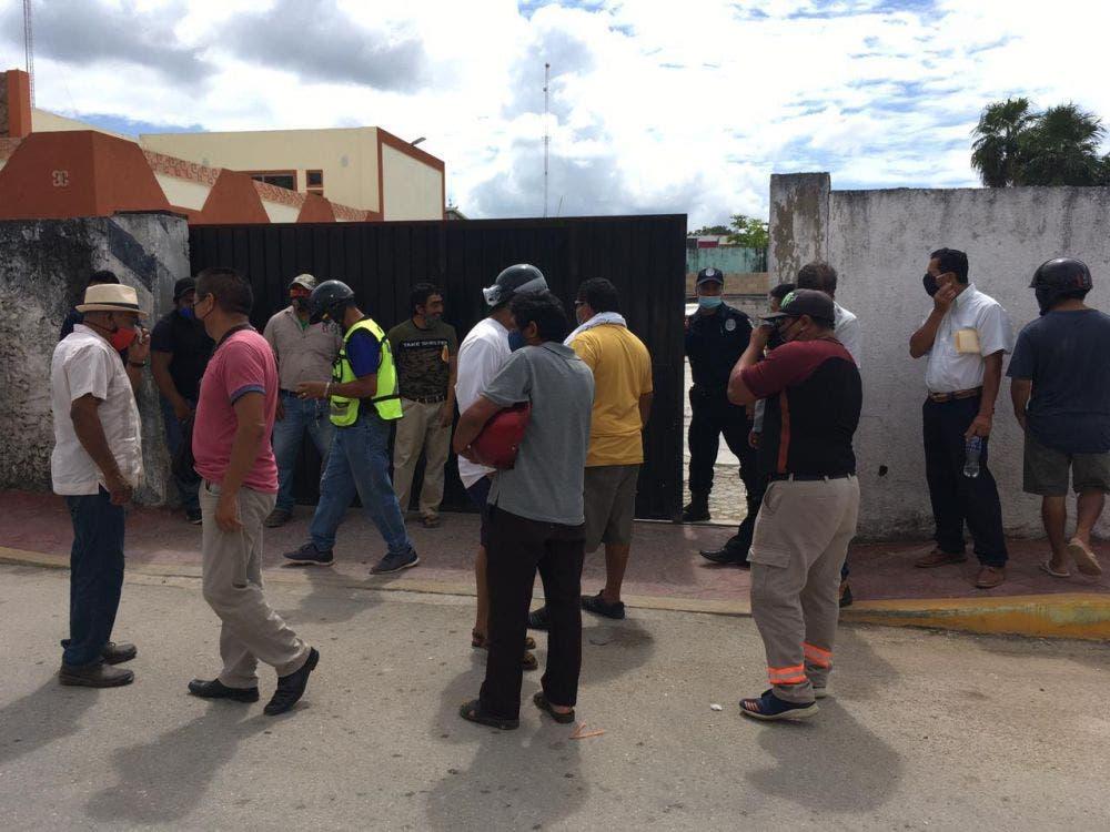 Pagan a medias a trabajadores del Ayuntamiento de Felipe C. Puerto.