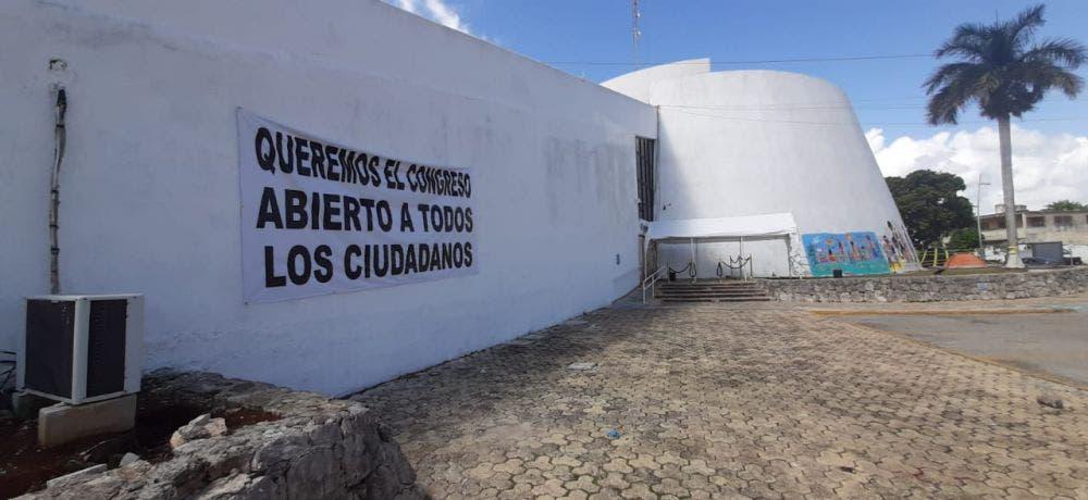 Colectivas feministas retoman el control total del Congreso de Quintana Roo.
