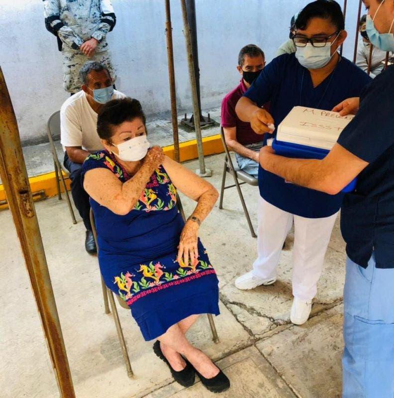En Cozumel adultos mayores piden confiar en la vacuna contra Covid-19.
