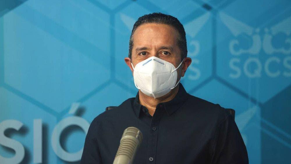 Inició la vacunación a adultos mayores de 60 años de edad de Bacalar y Puerto Morelos: Carlos Joaquín