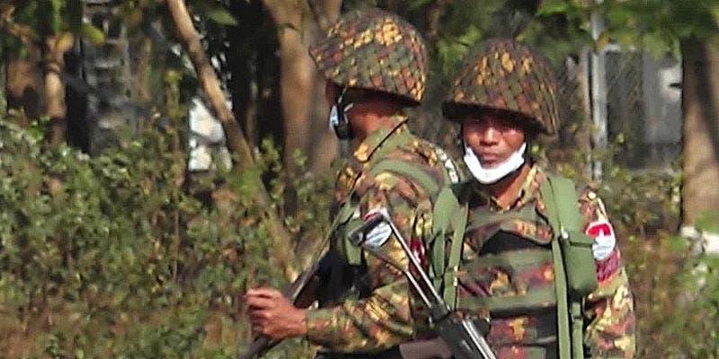 Biden pide a militares de Myanmar renunciar al poder