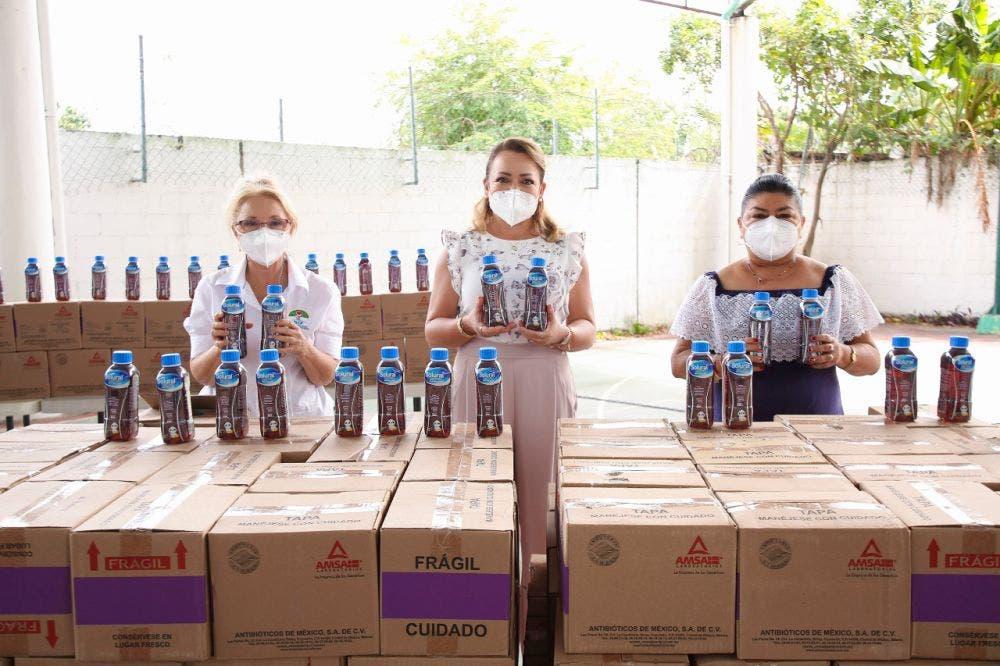 Apoyan con botellones de suero al DIF en Lázaro Cárdenas
