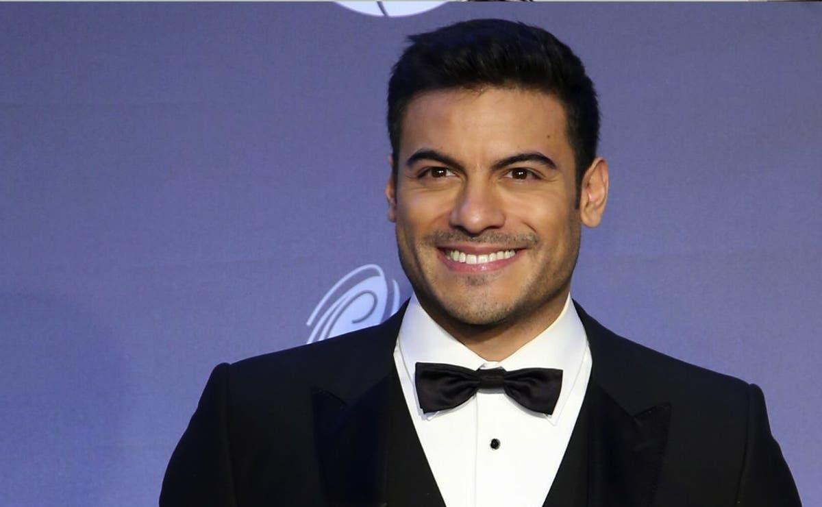Revelan que Carlos Rivera besó a un hombre ¡con todo y mordida!