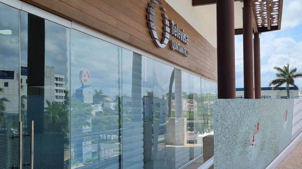 Sujetos armados atacan plaza de Cancún; afectan oficinas de Televisa