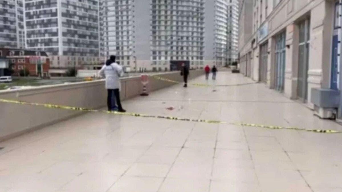 Intenta 'salvar' su celular y cae del piso número 12 de un edificio