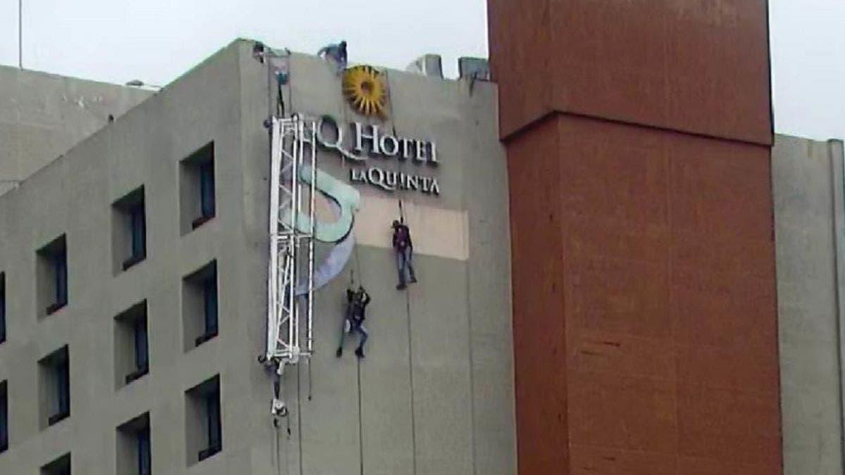 ¡Gran susto! Se quedan colgados en un edificio de 12 pisos en Monterrey