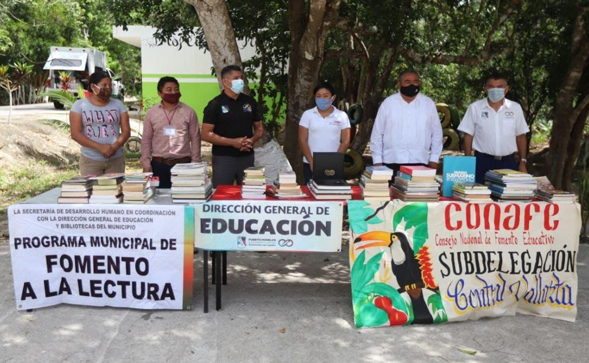 Gobierno de Puerto Morelos entrega acervo bibliográfico a escuelas de Central Vallarta y Delirios