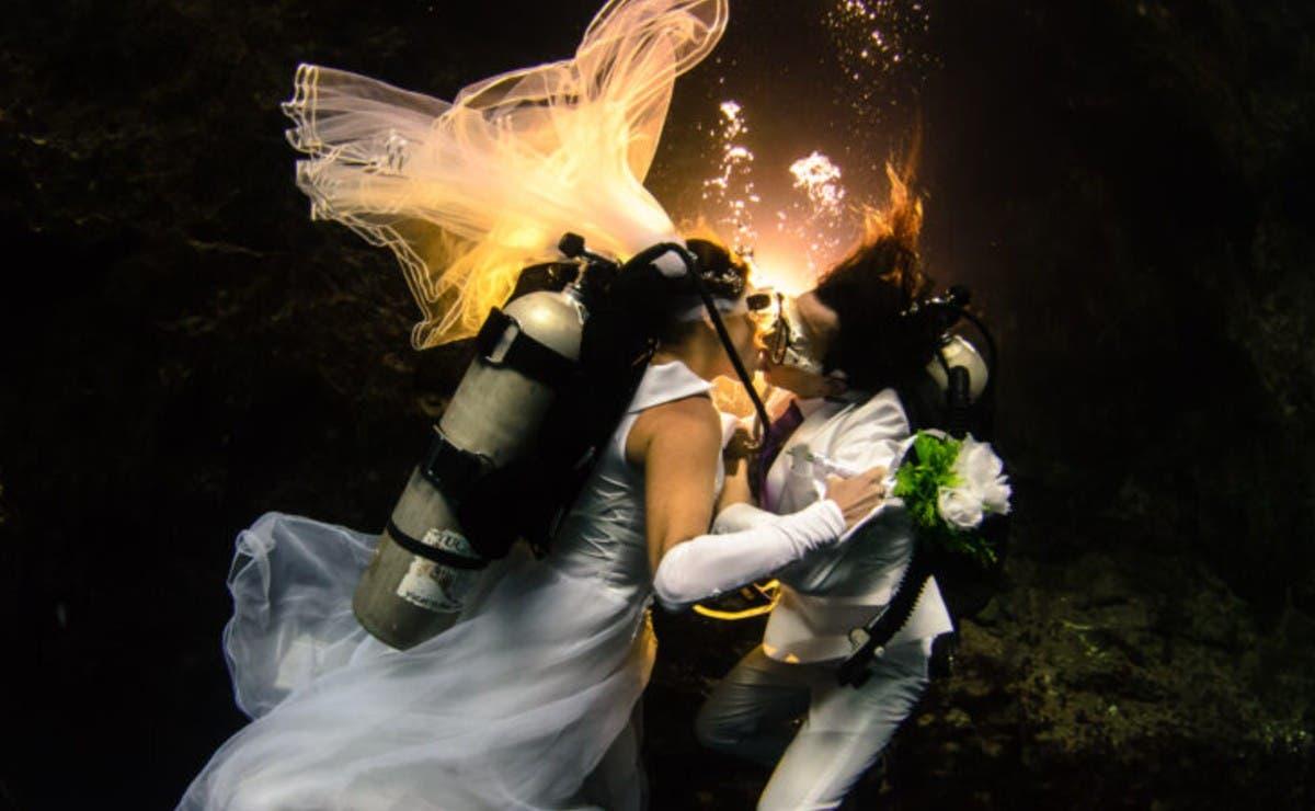 Extranjeros se casan en el cenote Noh Mozón de Tecoh