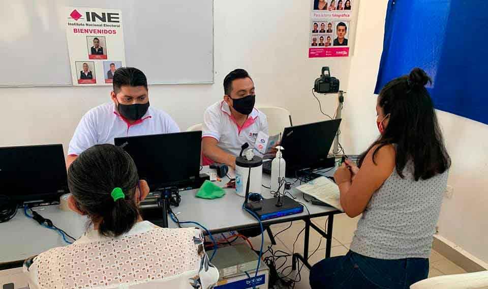 Entregará INE 800 credenciales tramitadas en Isla Mujeres.