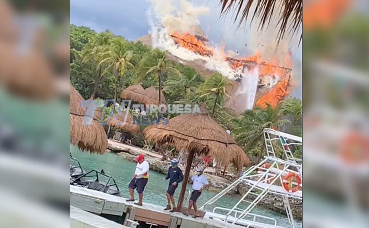 Rayo incendia palapa de Xcaret en Playa Del Carmen