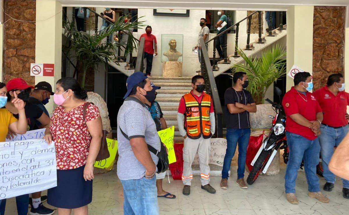 Marchan empleados de Protección Civil de Felipe Carrillo Puerto por falta de pagos