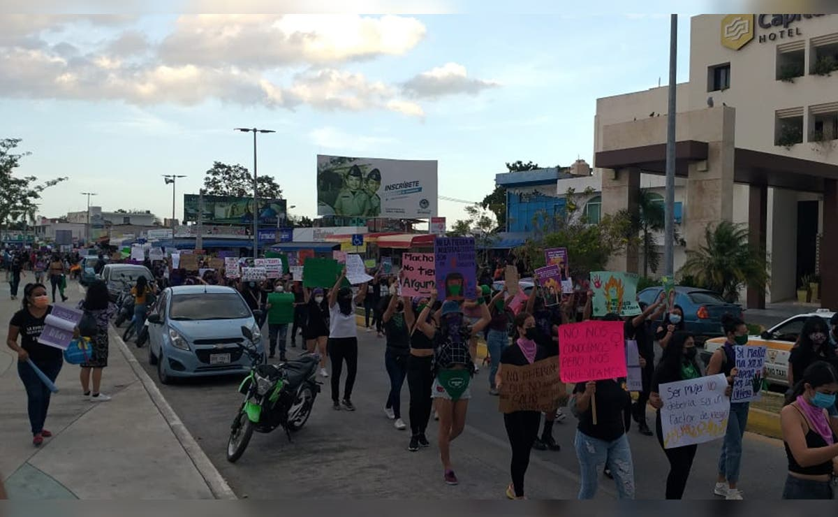 Saldo blanco en marcha de colectivos feministas en Chetumal