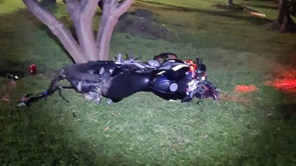 Motopatrullero se estrella en Cancún