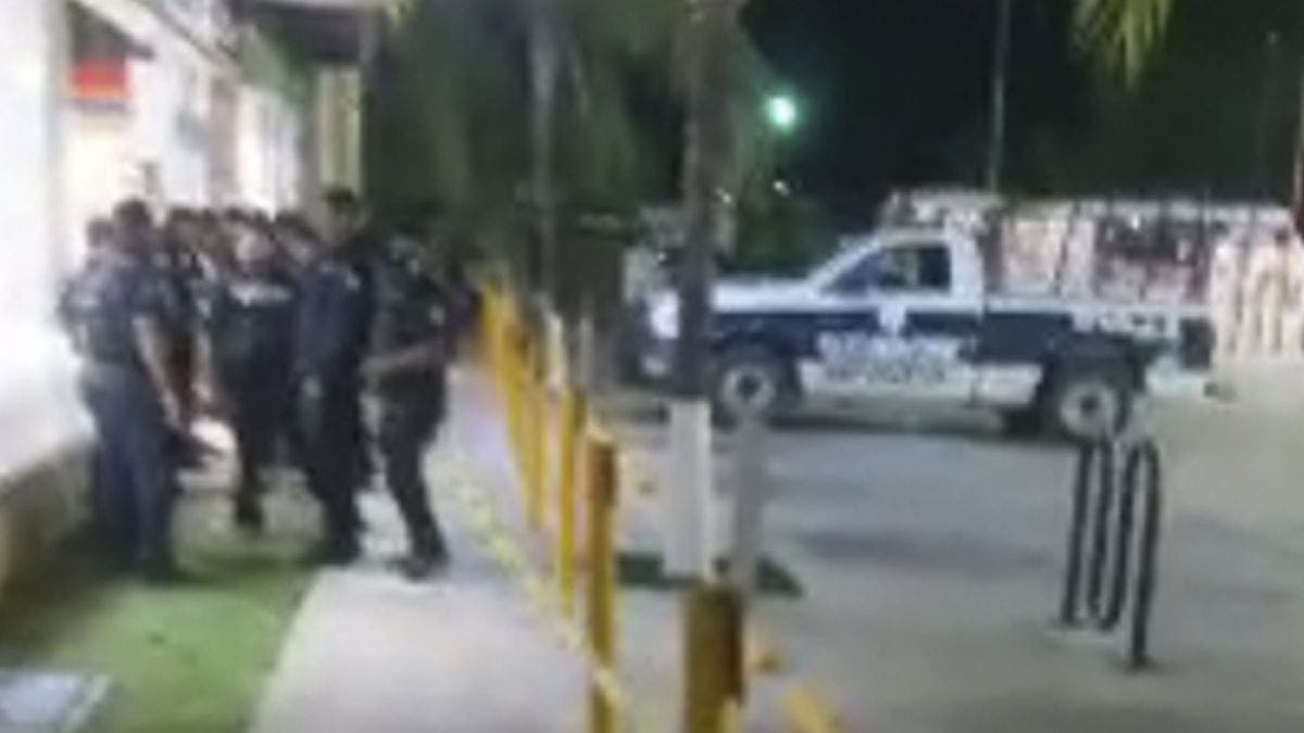 Ejecutan a balazos policía municipal en Playa Del Carmen