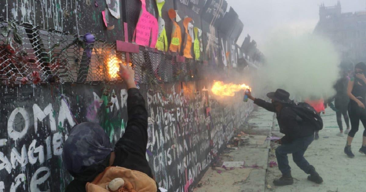 Celebra AMLO que el muro evitara confrontación directa