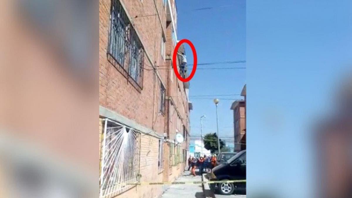 ¡Vive para contarlo! Sujeto se avienta de un edificio en Puebla